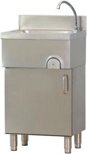 TLMM 54 Le lavage des mains sur le meuble en acier avec commande au genou